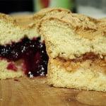 Ciasto biszkoptowe z owocowym nadzieniem