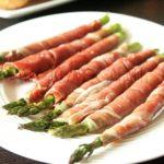 Szparagi zapiekane z prosciutto