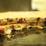 Omlet z żurawiną, płatkami owsianymi i orzechami