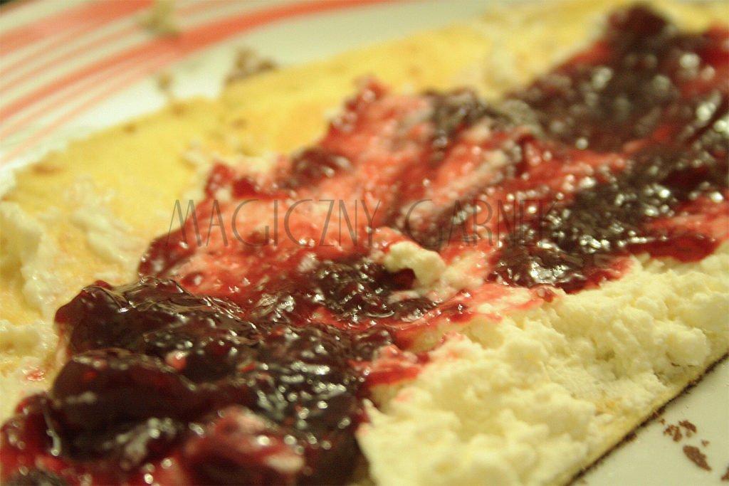 Omlet z domowym serkiem i konfiturą
